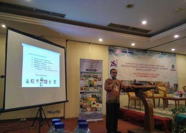 mengajar Pemasaran Online di UKM IPB
